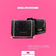 Quest'anno festeggiamo la donna con una 💛 SUPER OFFERTA 💛 Acquista ora e riceverai un buono sconto del 10% sul tuo prossimo ordine 🎉  La borsa LOVE MOSCHINO stupisce con dettagli super trendy e con una originale lavorazione trapuntata. Entra nel mondo di progettomodashop.it e trova la borsa per completare i tuoi look 😍  #borseguess #saldiborse #shoppingonline #progettomoda #lovemoschino #womansday #8marzo #woman #bag