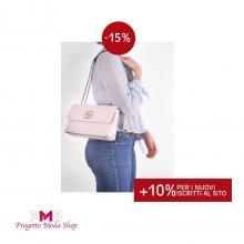 Stupisci tutti con la tua borsa GUESS ROSA DILLA 🌸  La troverai #scontata solo su ➡www.progettomodashop.it  e per darti il #Benvenuto avrai un ulteriore 10% di sconto sul tuo primo acquisto 👝  BUONO SHOPPING 🇮🇹 #guess #bagguess #bag #italianbag #shoppingonline #guessbag #woman